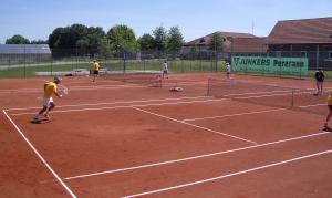 Tennis-Plaetze